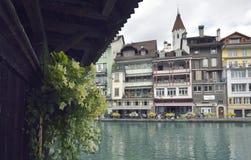 Thun stad och flod i Aare, Schweiz Fotografering för Bildbyråer
