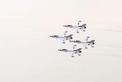 Thunderbirds (Πολεμική Αεροπορία των Η.Π.Α.) Στοκ εικόνες με δικαίωμα ελεύθερης χρήσης