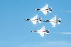 Thunderbirds στην ενέργεια. Στοκ φωτογραφία με δικαίωμα ελεύθερης χρήσης