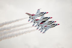 Thunderbirds de F-16 de l'U.S. Air Force dans la formation serrée Images stock