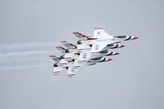 Thunderbirds i nära bildande Fotografering för Bildbyråer