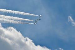 Thunderbirds que rayan en el cielo fotografía de archivo libre de regalías