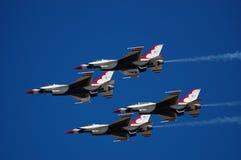 Thunderbirds utför på den McCord flygshowen Fotografering för Bildbyråer