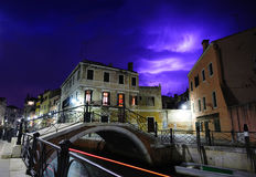 Thunderbolts i skyen av Venedig Royaltyfria Foton