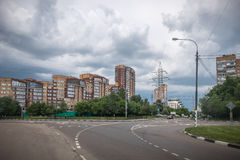 Thunderclouds πέρα από την πόλη Στοκ φωτογραφία με δικαίωμα ελεύθερης χρήσης