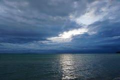 Thunderclouds над морем Стоковые Изображения