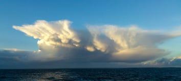 Thunderhead halvöliknande Cherbourg, Frankrike Fotografering för Bildbyråer