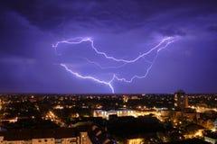 Thundershower en bliksem stock foto's