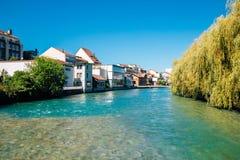 Thundorp en Aare-rivier in Zwitserland stock fotografie