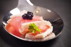Thunfisch auf einem Löffel Stockbild