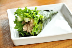 Thunfisch-Salat-Sushi Lizenzfreie Stockfotos