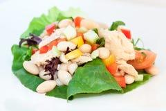 Thunfisch-und Bohnen-Salat Stockfoto