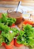 Thunfischsandwich mit Salatgemüse und -kaffee Stockfotografie