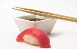 Thunfischsushi nigiri stockbilder