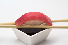 Thunfischsushi nigiri lizenzfreies stockbild