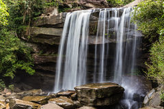 Thung na在雨林的muang瀑布 图库摄影