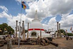 Thuparama Dagoba buddistisk tempel i Anuradhapura Royaltyfri Foto