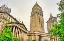 Thurgood Marshall United States Courthouse och Manhattan kommunal byggnad i New York City Arkivbild