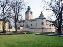 Thurzo城堡在春天期间的Bytca 免版税库存图片