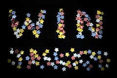 Thw词胜利以红色白色黄色和蓝色糖星,事务的,教练,体育迷,成功,赢得 图库摄影