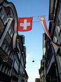 Thw Szwajcaria flaga rezygnuje w Appenzell miasteczku Obrazy Stock