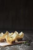 Thymian und Parmesankäse Popovers Stockfotografie