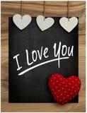 Ti amo hangi del cuore del biglietto di S. Valentino bianco di amore della lavagna del messaggio Immagine Stock Libera da Diritti