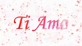 Ti amo il testo in Ti italiano AMO si gira verso polvere dalla destra su fondo bianco Fotografia Stock Libera da Diritti