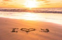 Ti amo sulla spiaggia di sabbia fotografia stock