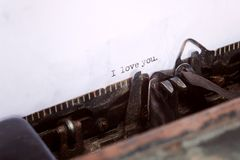 Ti amo tipo di messaggio sulla vecchia macchina da scrivere Immagine Stock Libera da Diritti