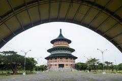 塔天狮Ti di Kenjeran在苏拉巴亚,印度尼西亚 免版税图库摄影