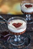 Tia Μαρία και επιδόρπιο κρεμών σοκολάτας στοκ φωτογραφία
