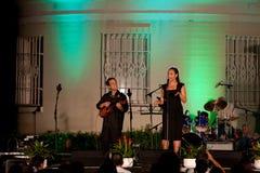 Tia Carrere und Daniel Ho Stockfotos
