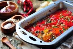 Tian, peperoni di verdure e melanzana al forno con olio d'oliva ed aglio Cucina francese Fotografia Stock