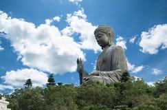 Tian Tan Buddha stora buddha - den mest högväxta utomhus- placerade bronsBuddha för världen som lokaliseras i Nong, knackar Hong  Fotografering för Bildbyråer