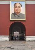 Tiananmen port av himla- fred, stående av Mao, Peking Arkivfoton