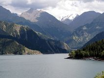 Tianchi Jezioro piękny jezioro w Tianshan górach A, Xinjiang, Chiny (Niebo jezioro) Tianchi jeziora elewacja jest 1980 metrami, 3 Zdjęcie Stock