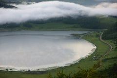 Tianchi med dimma Arkivbilder