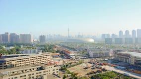 Tianjin Chiny, Czerwiec, - 26,2016: Czasu upływu pejzaż miejski Tianjin miasto Chiny przy mgłowym dniem zdjęcie wideo