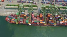Tianjin Kina - Juli 4, 2017: Flyg- sikt av hamnen med lastbeh?llare, Tianjin, Kina lager videofilmer