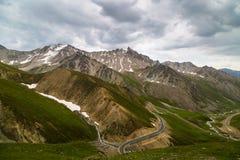 Tianshan-Gebirgslandschaft in Xinjiang, China lizenzfreies stockbild