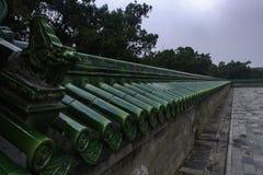 Tiantan i Peking som döljas i moln Arkivfoto
