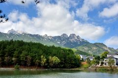 Tianzhu berg och sjö inom berg, AnHui landskap, Kina royaltyfri fotografi
