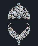 Tiara e colar brilhantes com pedras preciosas Fotografia de Stock Royalty Free