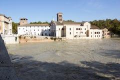 Tiber ö och en översvämmade Tiber, Rome, Italien Arkivfoto