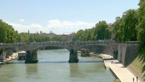 Tiber-Brücke stock video