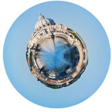 Tiber flod och St Peter Basilica i Rome royaltyfri bild