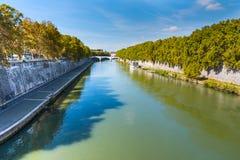 Tiber flod på en solig dag i Rome Fotografering för Bildbyråer