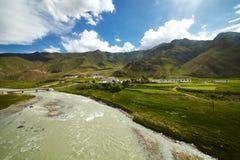 Tibet berglandskap Arkivfoto
