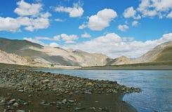 Tibet, de rivier. Stock Fotografie